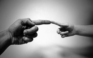 mains-parents-enfant